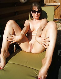 Mature Amateurs Spreading 12