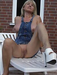 Sexy hot mature & milf sluts