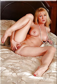 Lion's: MILFs & Cougars... waiting for the Postman? (4)