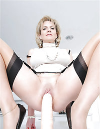 Lady Sonia British MILF. Some Dancia also.